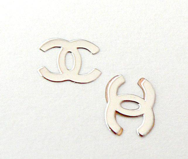 Kovové príklepky do nechtov Chanel silver