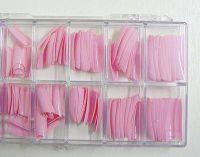 Farebné nechtové typy na modeláciu nechtov.