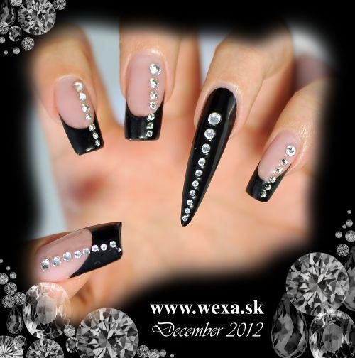 Čierne gélové nechty so Swarovski kamienkami