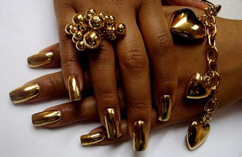 Zlaté gélové nechty - zlaté ozdoby na nechty