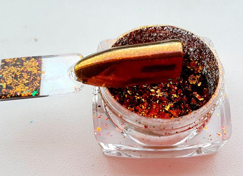 zlata chameleon farba na nechty zrkadlove vlocky