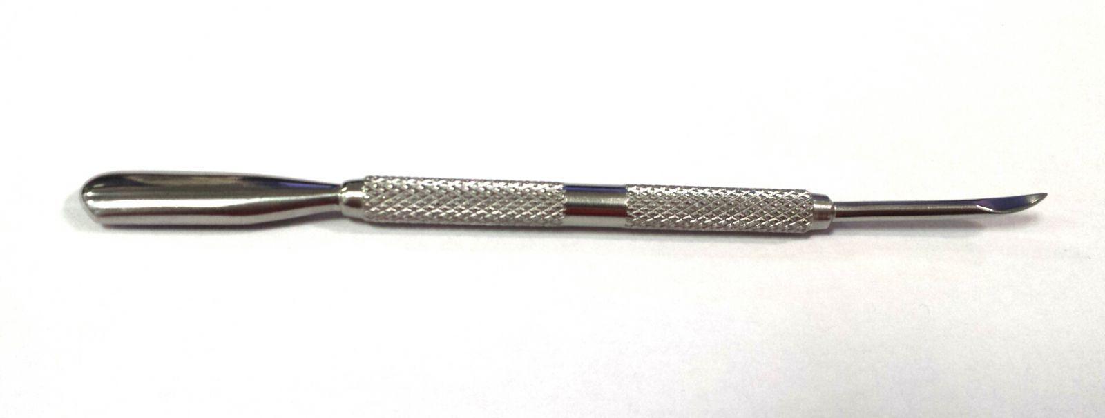 Pusher - kovový nástroj na nechtovú kožičku
