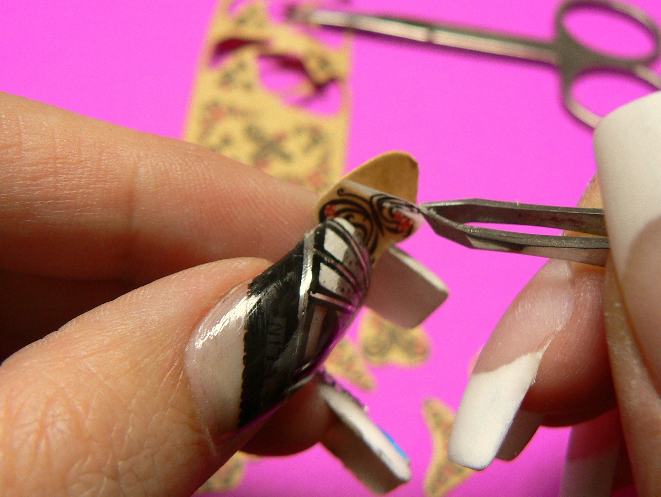 aplikácia-nail-tattoo-na-nechty