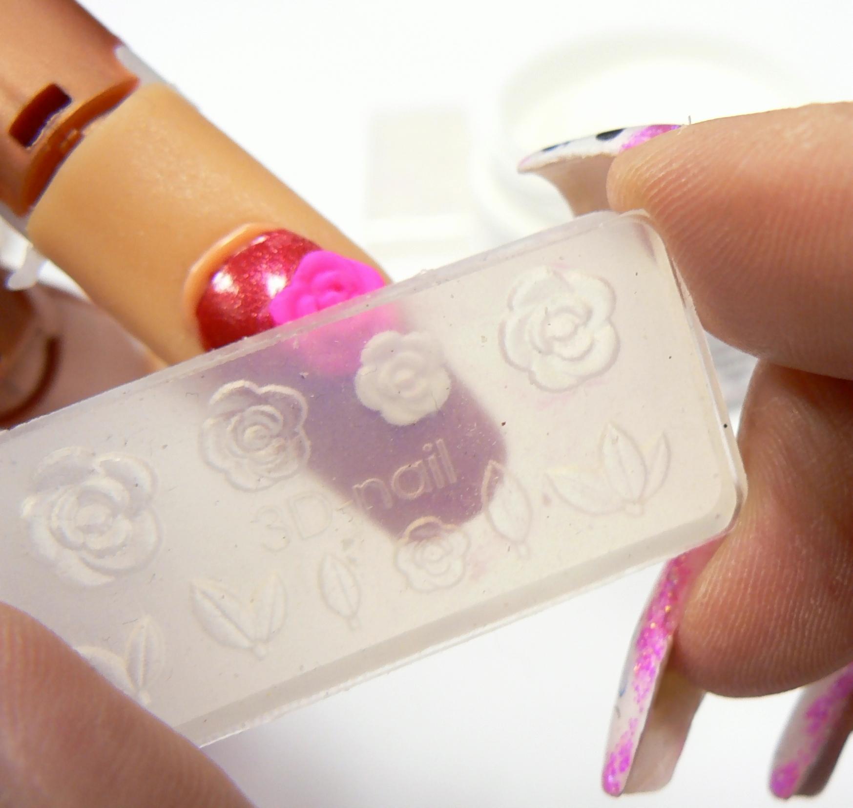 akrylove-ružičky-na-nechty